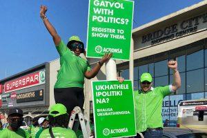 Dr Makhosi Khoza and Michael Beaumont launching posters in eThekwini